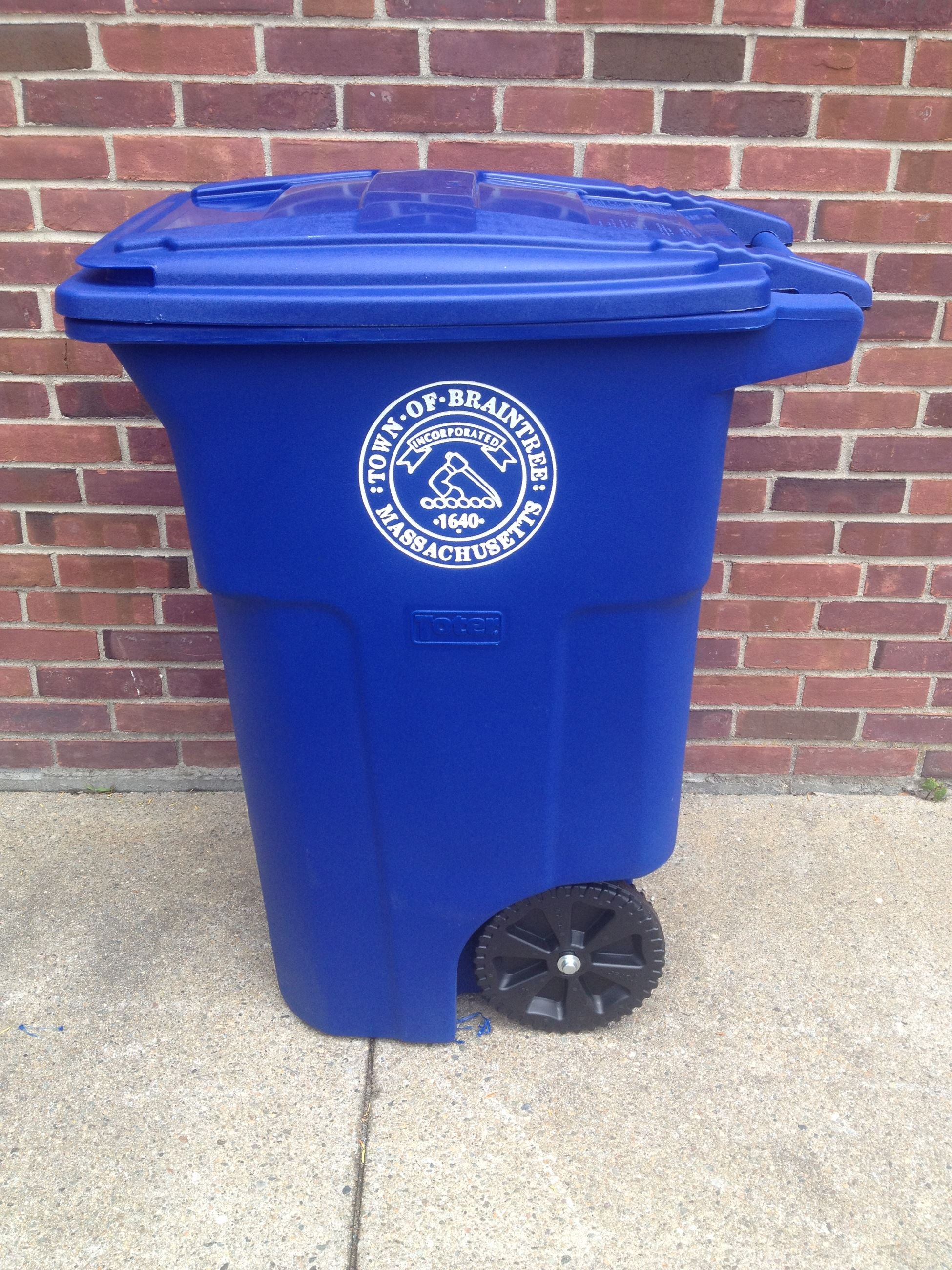 Braintree trash cart